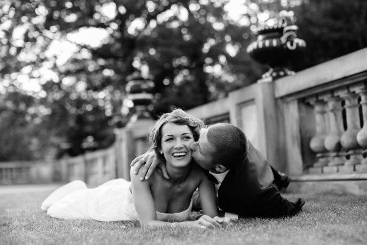 Reportaż ślubny wykonywany przez dwójkę fotografów