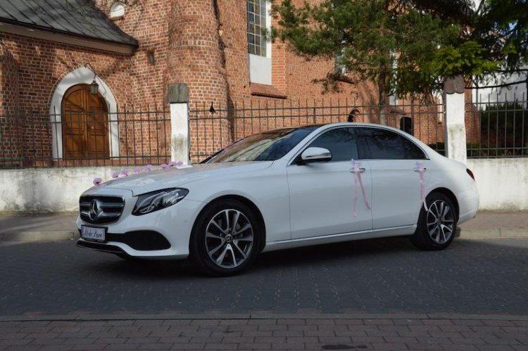 Biały Mercedes E-klasa na ślub