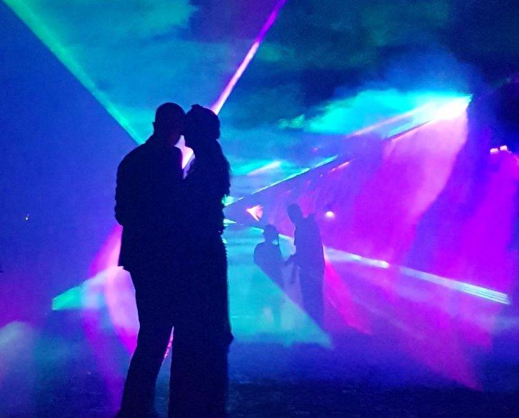 Pokaz laserowy w tym sesja foto