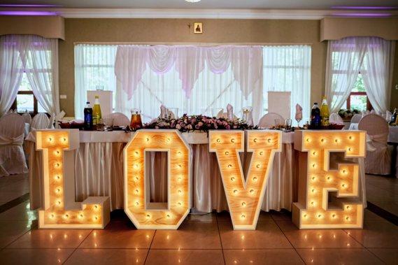 Napis LOVE Dekoracje weselne Adam Bruczko