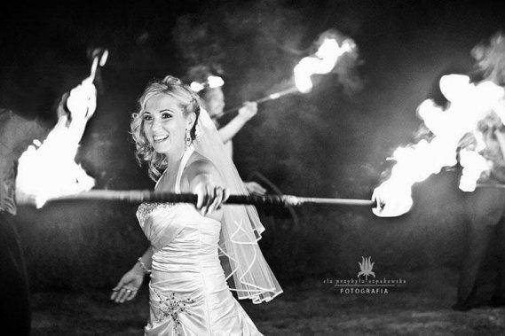 Niezapomniany pokaz tańca z ogniem Teatr ognia Flow Pokazy Wizualne