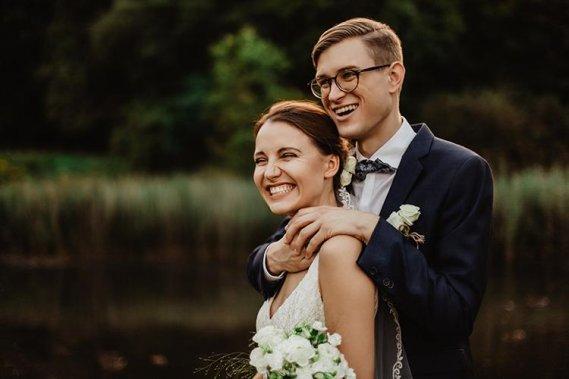 Subtelna i naturalna fotografia ślubna w duecie. Reportaż ślubny CZYSTA FORMA