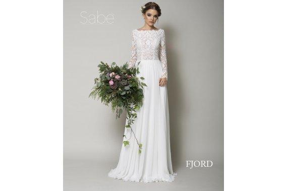 Rustykalna suknia ślubna z salonu SABE model Fjord Suknie ślubne Lemonpic Studios