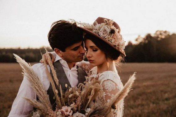 Naturalna oprawa florystyczna Waszego ślubu i wesela Dekoracje kwiatowe Kwiatoczułe