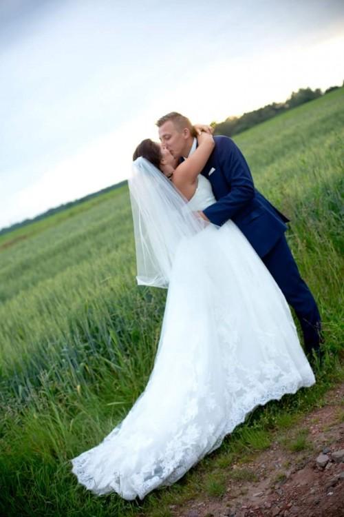 Suknie Piękna Koronkowa Suknia ślubna Z Długim Podpinanym Trenem