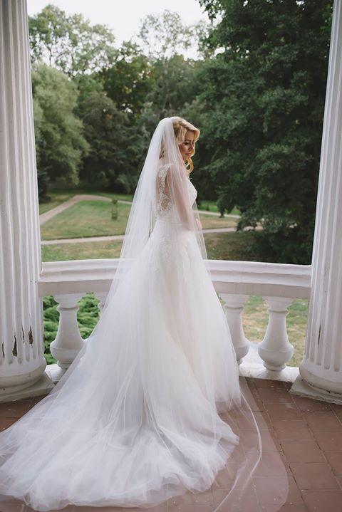 Suknie Suknia ślubna Pronovias Mayumi Koronkowa Z Trenem Swarovski