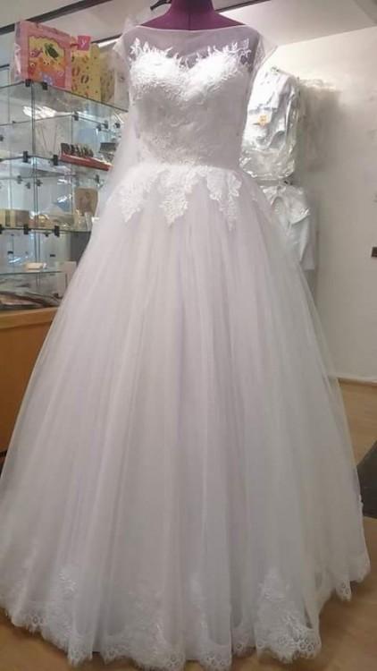 Bajkowa suknia ślubna koronka