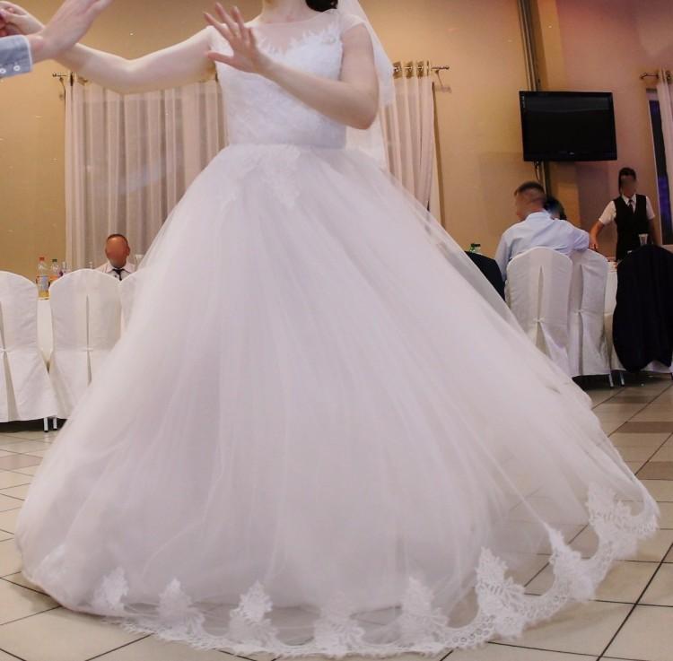Suknia  ślubna koronka księżniczka