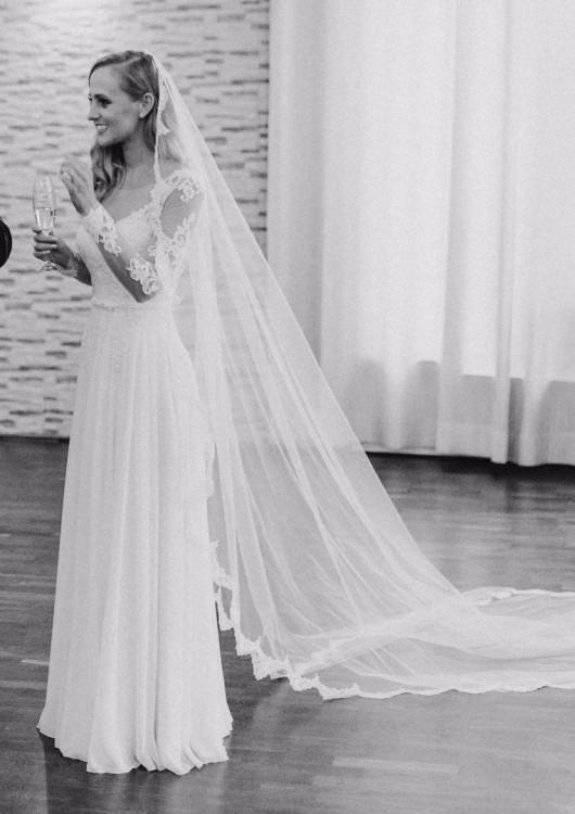 Suknie Zwiewna I Delikatna Suknia ślubna Z Odkrytymi Plecami 2
