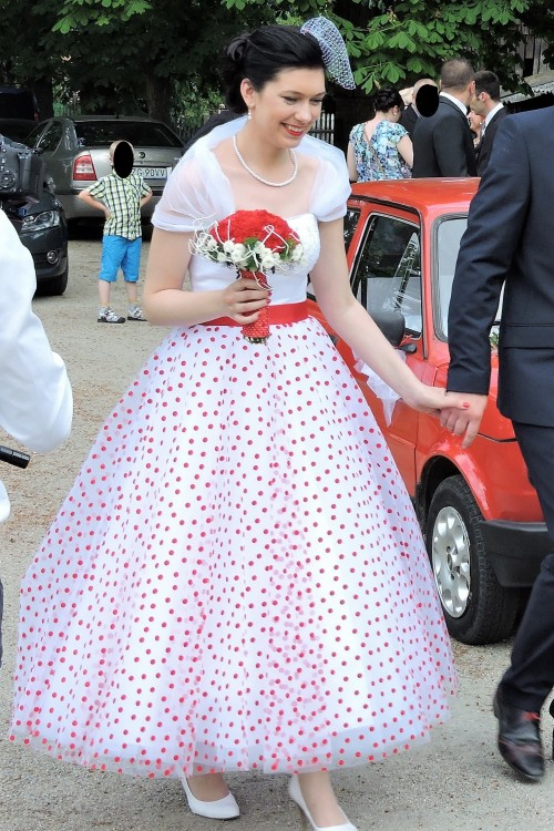 e26644020f Suknie - Suknia ślubna w czerwone grochy