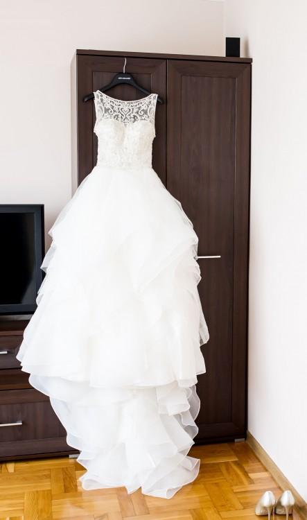f82db26d02 Oczywiście suknia jest oryginalna(posiada certyfikat o oryginalności).  Suknia ta również odegrała główną rolę w programie tvn style. Cena  katalogowa 6290zł.