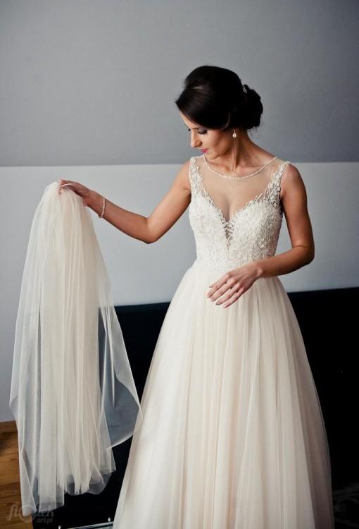 Suknia ślubna pudrowy róż z kamieniami Swarovskiego
