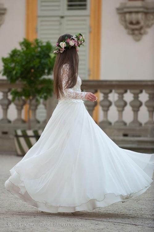 Romantyczna, zwiewna suknia ślubna długi rękaw