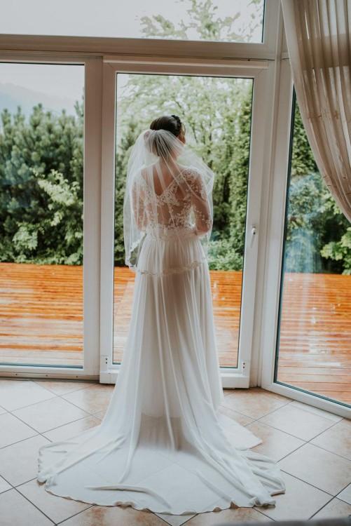 Zwiewna suknia ślubna z koronkową górą! Tren i welon gratis!