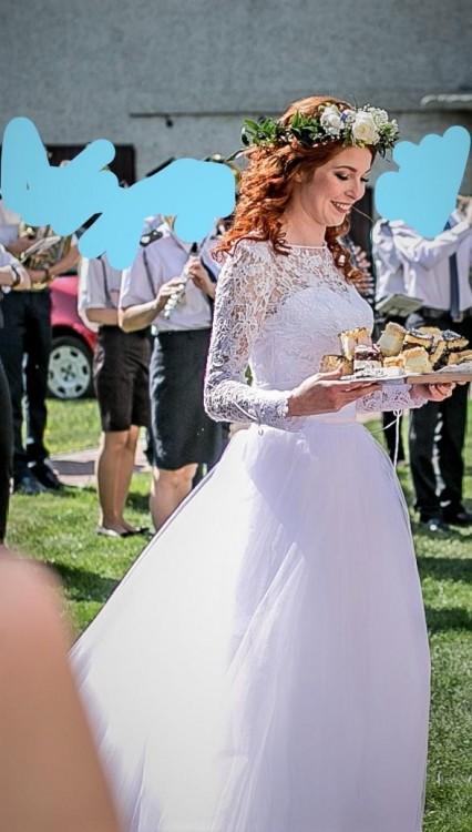 suknia ślubna koronka, podkreśla talię