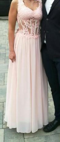 Sukienka na poprawiny lub bal karnawałowy