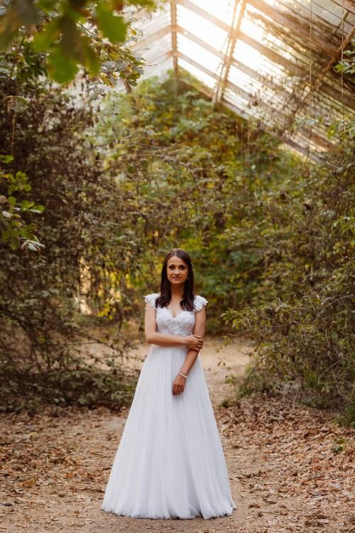 Suknia ślubna (biel) 36/38 + długi welon