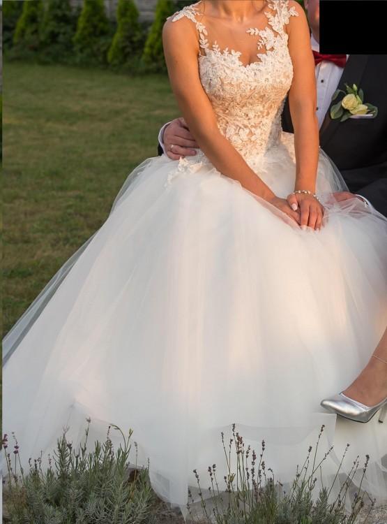Suknia Ślubna Ms Moda Arsenie - model z brokatowym dołem