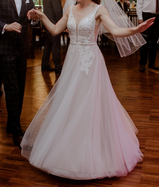 Suknia ślubna ecru kolekcja 2019 Gellena Nora