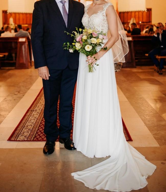 suknia ślubna muślinowa z trenem