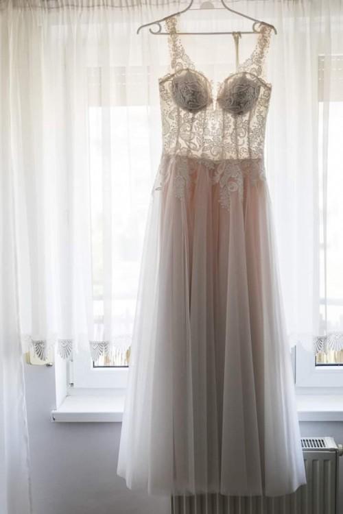 Piękna suknia w literę A kolekcja 2019 ślubna rozm. 38