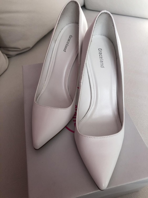 Nowe białe buty ślubne