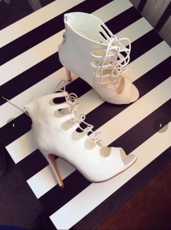 Buty białe gladiatorki