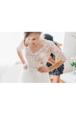 Romantyczna suknia ślubna projektu Sylwii Kopczyńskiej