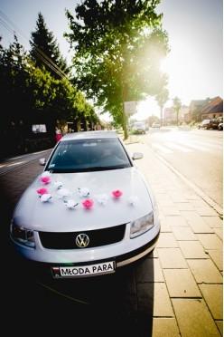 Elegancka dekoracja ślubna na samochód
