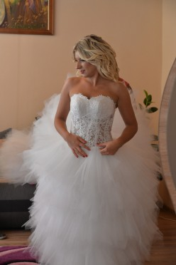 Suknia ślubna Demetrios B154