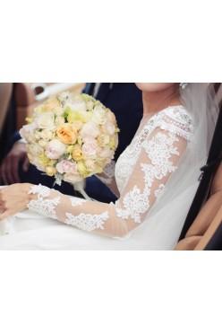 Suknia ślubna MillaNova z podpinanym trenem