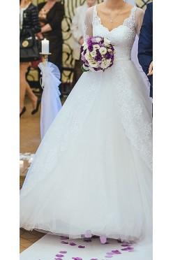 Biała suknia ślubna, elegancka z trenami