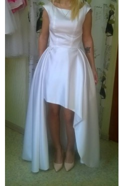 Suknia ślubna asymetryczna
