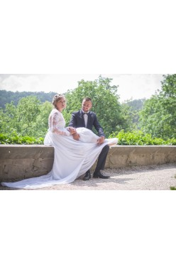 lekka koronkowa suknia ślubna