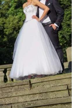 Piękna biała suknia ślubna !!