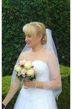 Suknia ślubna wraz z welonem i bolerkiem