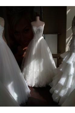 Suknia ślubna piękne zdobienia