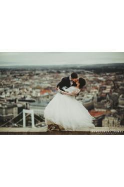 Zwiewna, romantyczna suknia projektu Sylwii Kopczyńskiej,