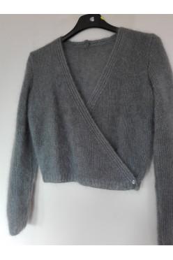 Sweterek ślubny z angory, szary, okrycie ślubne.