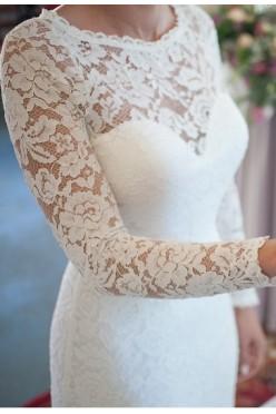 suknia ślubna z koronki koloru ivory z trenem- syrenka