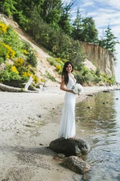 Piękna koronkowa suknia ślubna.