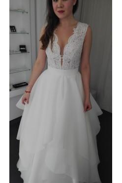 Wyjątkowa suknia z falbanami.