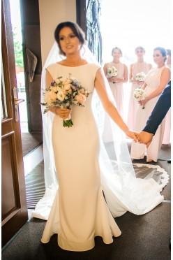 fe4da8a226 Niebanalna suknia ślubna marki Laurelle model 2017. Suknie
