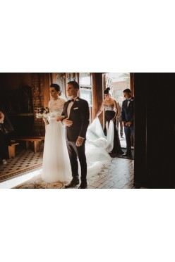 Przepiękna suknia ślubna  + długi welon