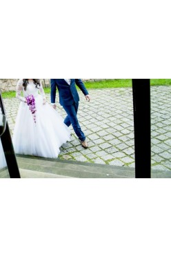 Piękna Suknia ślubna Demetrios 582 biała