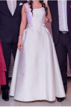 Suknia ślubna gładka w stylu Meghan Markle