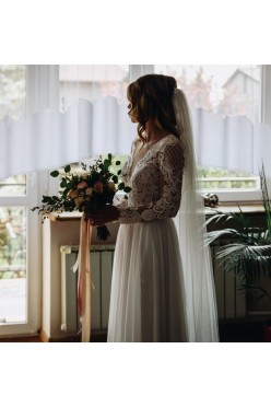 Suknia ślubna z długim rękawem.  163 cm + 7,5 cm. Rozm. 36