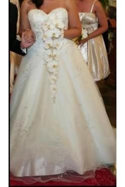 Sprzedam piękną elegancką suknię ślubną bogato zdobiona