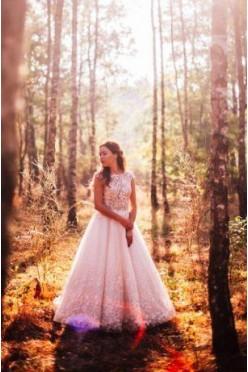 Piękna suknia LaPetra – model Sharlyn,botaniczna koronka
