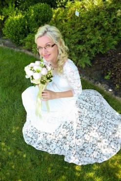 Suknia ślubna KORONKA 38